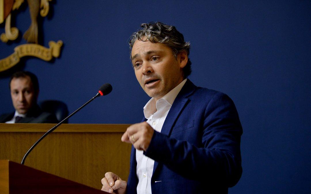 """""""Continua a escravatura fiscal deste Governo Regional despesista"""""""