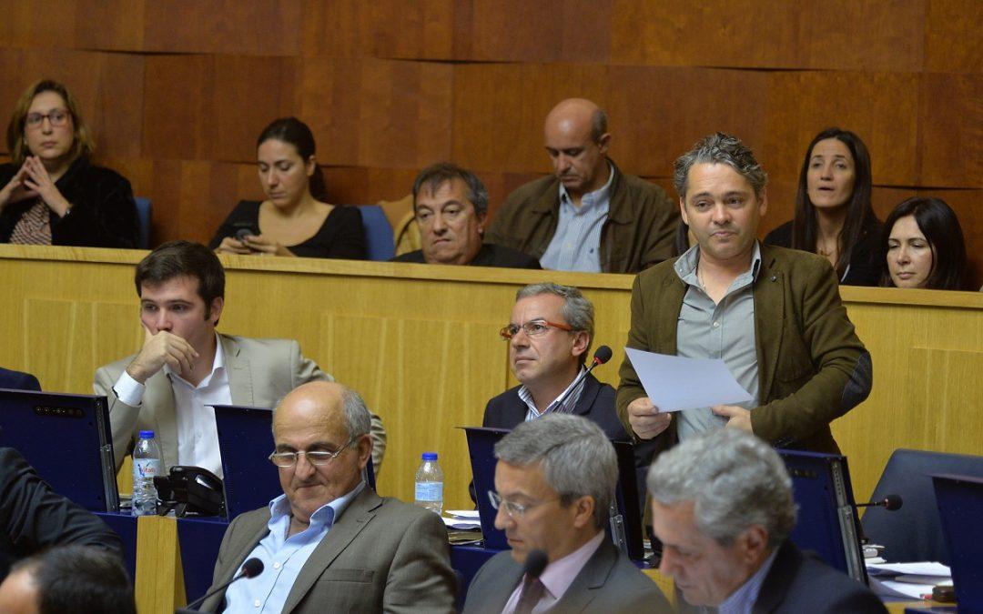 Propostas da oposição esbarram no chumbo do PSD